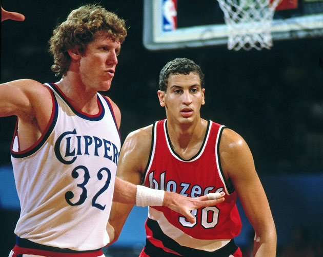 Sam Bowie guards Bill Walton during his rookie season (Getty Images). Bill Walton is a freaking giant. And why does this look totally photoshopped?