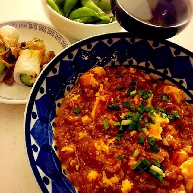 休日前の昨夜はまったりとヾ(*´∀`*)ノ  麻婆豆腐に、トマトの酸味も合いますね(∩❛ڡ❛∩) - 70件のもぐもぐ - トマト入り麻婆豆腐!きゅうりとちくわ、枝豆! by tinatomo