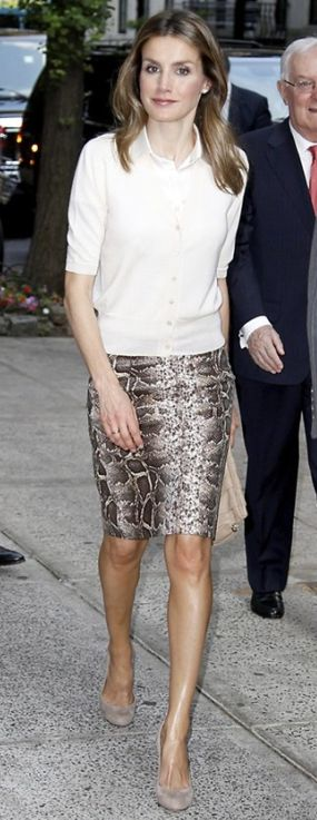 Doña Letizia at the Cervantes Institute in New York (Jun 2012) wearing the same snake print pencil skirt from Uterqüe.