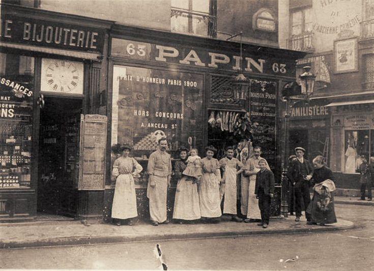 rue Dauphine - Paris 6ème La boucherie Papin, 63 rue Dauphine, au coin avec la rue de Buci (carte postale, vers 1905).