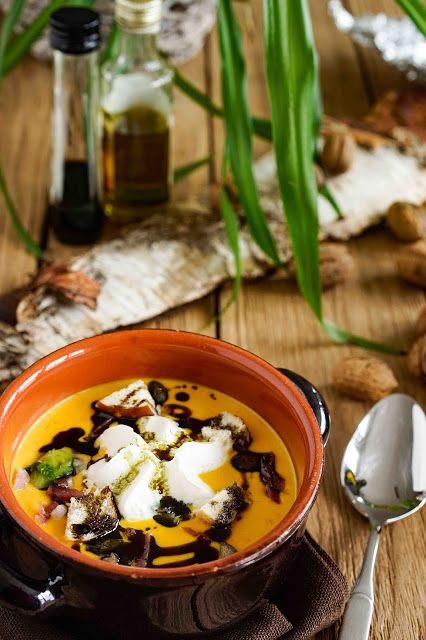 Kürbis-Creme-Suppe mit Birne, Rosenkohl, gebratenen...