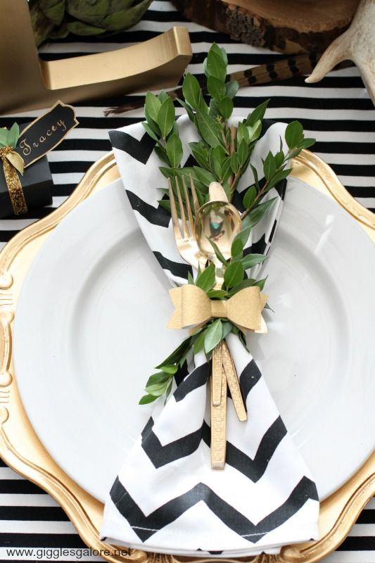 Love the gold with the graphic black and white. Gorgeous modern fall/thanksgiving table.