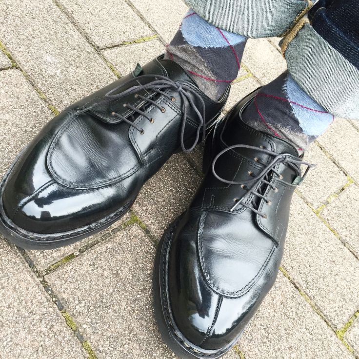 * おはようございます☺︎ どんより☁︎ ・ ・ 今日は一斉年休で4連休♬ これにバブアー羽織って ・ ・ 午前は野暮用 午後は免許更新 あ、去年くらいからペーパーに切り替えました😂 ・ ・ #paraboot #shoes #shoeshine #shoeslover #shoestagram #shoesoftheday #sotd #ootd #fashion #style #mensfashion #mensstyle #socks #uniqlo #jeans #denim #パラブーツ #革靴 #紳士靴 #靴磨き #靴下 #ソックス #デニム #ジーンズ #カジュアルコーデ #今日のコーデ #上下ユニクロ部 #今日の足元 #足元倶楽部 #足元くら部