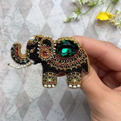 Доброе утроНу вот и доделан слоник с мастер класса @magicsheba Одна из самых кропотливых работ, что я делала Люблю егоооБрошь для примера, останется жить со мной#индийскийслон #брошьслон #jewelry #zuka#брошьслоник#ручнаяработаназаказ #вышивка #ювелирнаявышивка#вышивказолотная