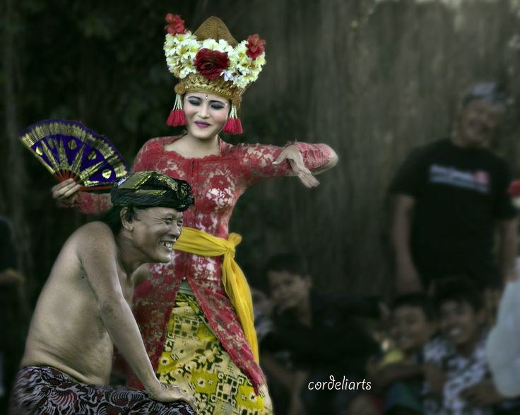 the bumbung dancer by Riswan Christianto