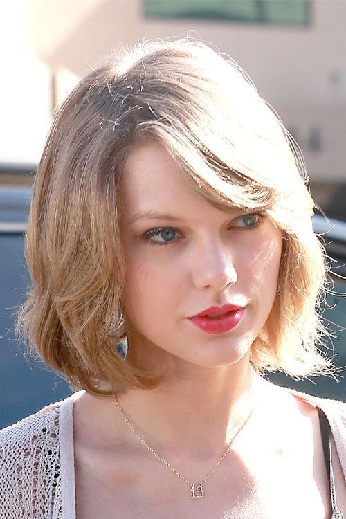 How to Do Simple Taylor Swift Short Hair | Celebrity Looks by Makeup Tutorials at http://makeuptutorials.com/27-short-hairstyles-10-minutes-less