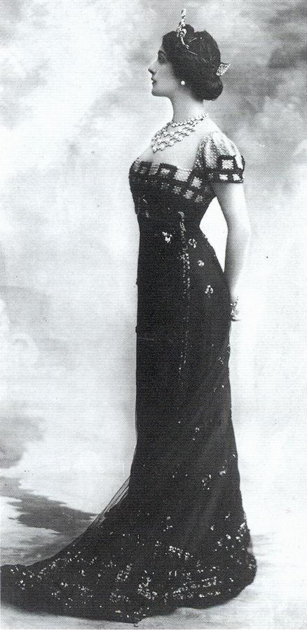Lina Cavalieri - 1910's - 'The detailing on this elegant black dress perfectly sets off the lavish jewellery worn around the neck.'