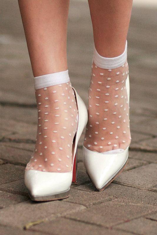 Thin transparent white patterned ankle socks, white heels