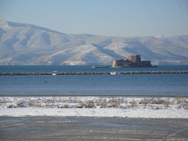 Καλημερα απο το χιονισμενο Ναυπλιο
