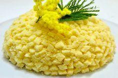La ricetta originale della torta mimosa è facile da preparare con pan di Spagna e crema pasticcera. Si chiama così perché ricorda il fiore che si regala alla festa della donna, l'8 marzo, ma è un dolce perfetto per ogni ricorrenza.