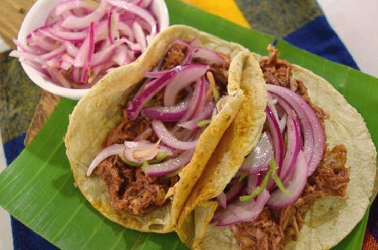 Cómo preparar tacos de cochinita pibil en olla express. La receta mexicana tradicional de Yucatán está aquí, es facilísima de preparar en casa.