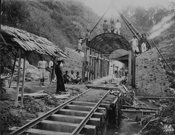 Workers at a construction site for a railway tunnel in the mountains, Java (c. 1910) Tropenmuseum
