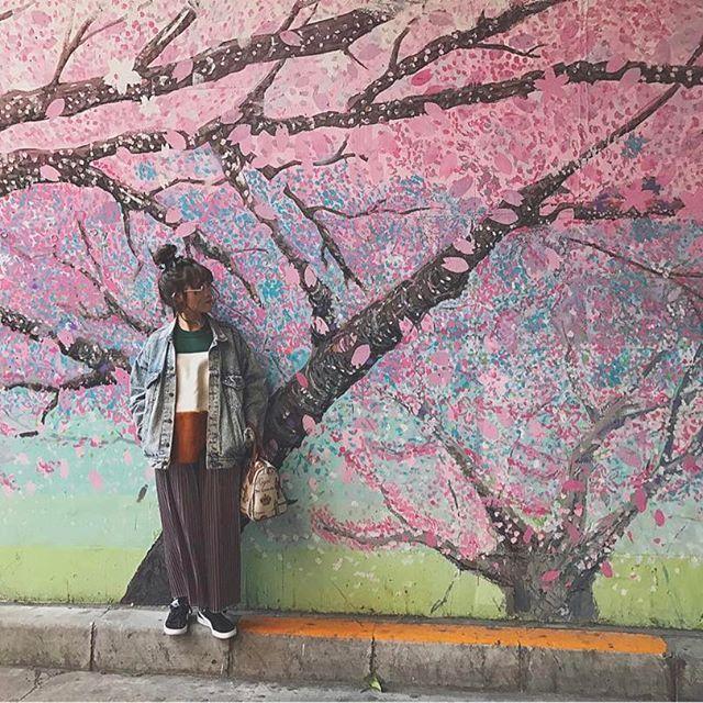 【yunchan1203】さんのInstagramをピンしています。 《一足先に春を感じて来たよ🌸 #久々にみれいと長くいれた #幸せ #桜 #写真スポット #おすすめ #ピンク #photography #spring #cherryblossom #pink #flower #design #paint #outfit #fashion #ootd #中目黒 #camera #photo #instagood #お出かけ #東京 #おしゃれ #花見 #壁 #デザイン #art #春 #撮影》
