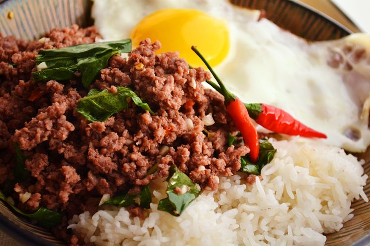 stir-fried minced beef with chiles and basil