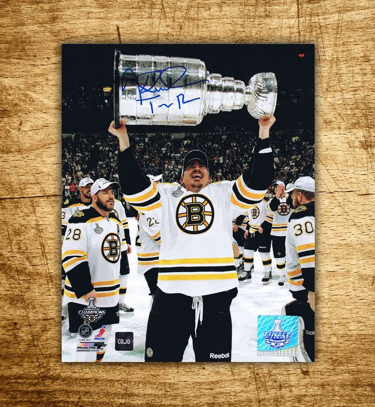 Tomas Kaberle Boston Bruins Stanley Cup Autographed 8x10 Photo #boston #bruins #toronto #maple #leafs #stanleycup #hockey #autograph #collectible #puck #rink