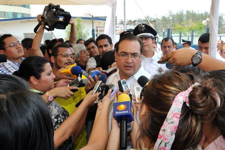 Javier Duarte anuncia que se reunirá con el director general del Instituto Nacional de Migración, Ardelio Vargas Fosado, con todas las instituciones de seguridad y de procuración de justicia y las representaciones consulares de Centroamérica.