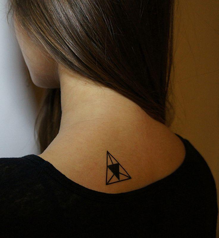 Les 25 meilleures id es de la cat gorie tatouage triangle sur pinterest tattoos geometric - Signification tatouage triangle ...