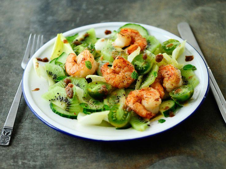 Découvrez la recette Salade toute verte aux crevettes sur cuisineactuelle.fr.