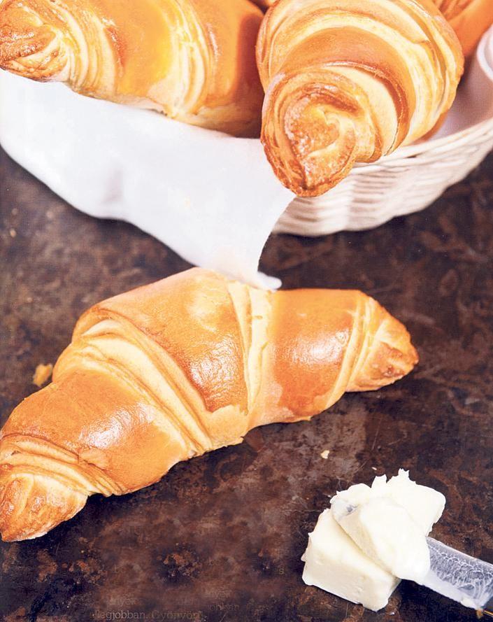 Köményes-sós tejes kifli és a vajas croissant házilag