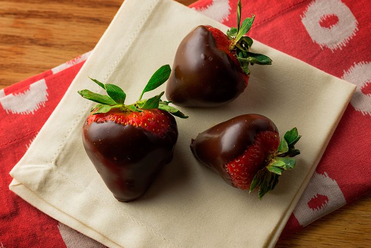 LordVaperPens.com <+- click here to live the lifestyle - best vape pens & vaporizers for your 420 & 710 needs. Now this.. Strawberries dipped in cannabis-infused chocolate take an already pretty, sexy dessert to new heights. The glaze is made with canna-coconut oil and melted chocolate.