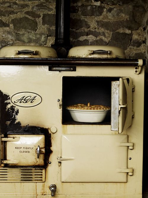 while i've never really craved an Aga, this one has a pie in it which makes it automatically desirable.