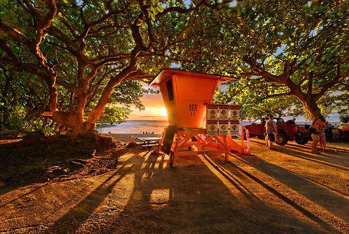 End of the Road - Kauai, Havaí © mojo2u Esta torre de salva-vidas está localizado no final da rodovia 560 Kauai em frente Ke'e Beach.  A única maneira de ir mais longe em torno da ilha é caminhar na Pali costa.