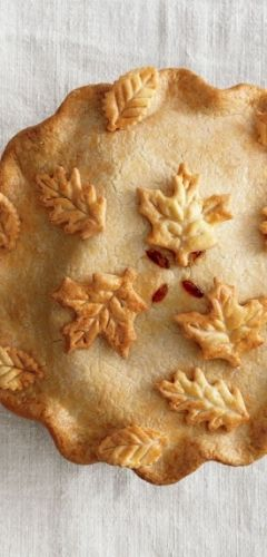 Beautiful autumn-inspired pie crust design - image only.