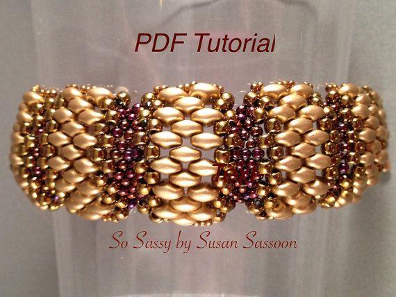 Dieses Tutorial soll Ihnen beibringen, wie man dieses lustige und elegantes Armband mit flachen Cellini Stich zu machen. Das Tutorial ist 8 Seiten lang mit schriftlichen Anleitungen und Schritt-für-Schritt-Fotos.  Level: Fortgeschrittene Anfänger. Frühere Erfahrungen mit flach sogar zählen Peyote Stich wird empfohlen.  Technik: Einmal zählen Sie Peyote mit 4 verschiedenen Größen der Perlen  Designer-Hinweis: zögern Sie nicht, was Sie mit diesem Muster zu machen, aber bitte nicht kopieren…