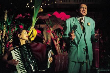 Licia Maglietta as Rosalba Barletta and Bruno Ganz as Fernando Girasole in Pane e Tulipani (2000)