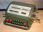 Calculadora típica de los años 60 y 70... a manivela