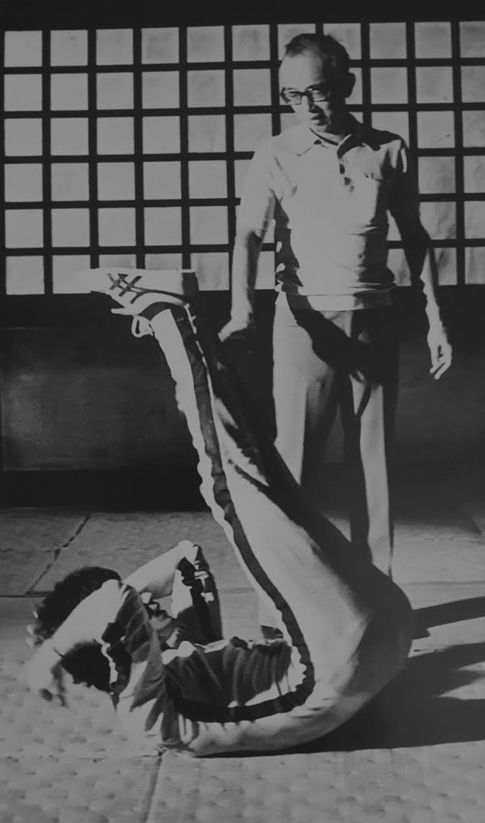 Bruce Lee working out on set of The game of death