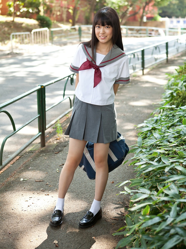 worth-free-junior-high-japanese-school-girls-white-swinger