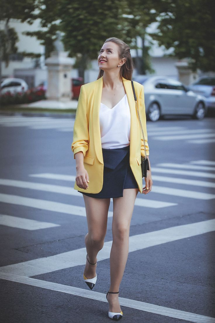 Elegant outfir. Yellow blazer combined with black skort and Bagatt high hills. More details? Check the log post :)