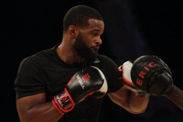 Campeão do UFC ameaça dar title shot para Demian Maia para calar rival - http://anoticiadodia.com/campeao-do-ufc-ameaca-dar-title-shot-para-demian-maia-para-calar-rival/