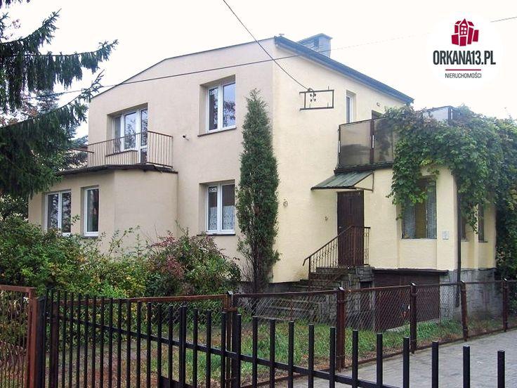 Dom wolnostojący, piętrowy, całkowicie podpiwniczony, usytuowany na działce o powierzchni 511 m2.Nieruchomość położona jest na osiedlu Dajtki w Olsztynie, w sąsiedztwie dużych kompleksów leśnych i jeziora Krzywego (jezioro Ukiel).Dom posi...