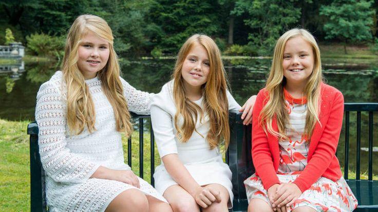 De Rijksvoorlichtingsdienst publiceert vaak rond de verjaardag van Amalia nieuwe portretten van de drie zussen.