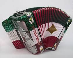 Acordeón, instrumento típico de la música norteña, mexicana.