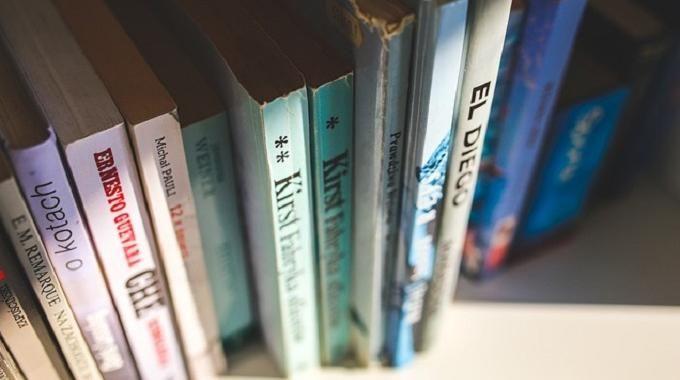 Revendre ses livres sur Internet, c'est un moyen astucieux pour faire de la place chez soi tout en gagnant de l'argent ! Les livres ont toujours été un investissement conséquent. Une fois lu...