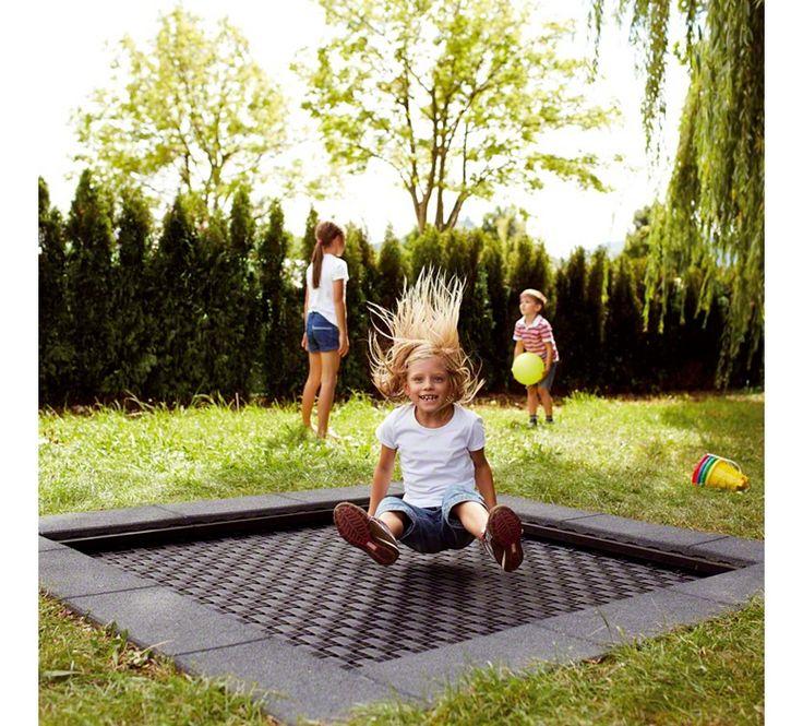Bodentrampolin - http://www.sport-thieme.de/blog/sport-freizeit/spielplatz-trampoline/