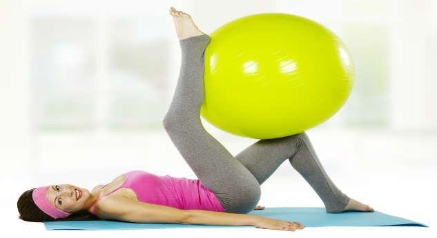 Con estos sencillos ejercicios que puedes realizar en casa, pronto tendrás esas hermosas curvas.