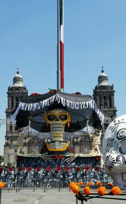 ;-) espectre james bond  zócalo de la ciudad de mexico dia de la filmacion. dia de muertos
