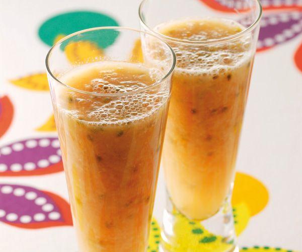 Envie de siroter un bon #cocktail pétillant au #litchi ? Suivez notre recette facile et rapide pour déguster ce dessert frais.