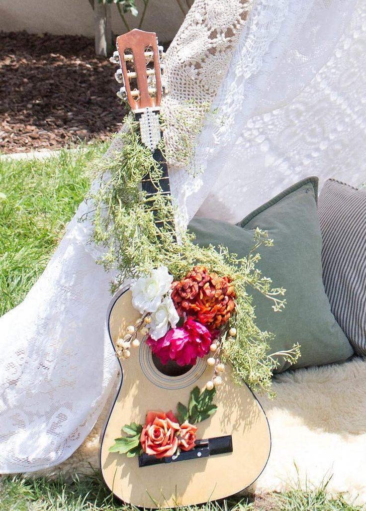 Chitarra matrimonio stile hippy