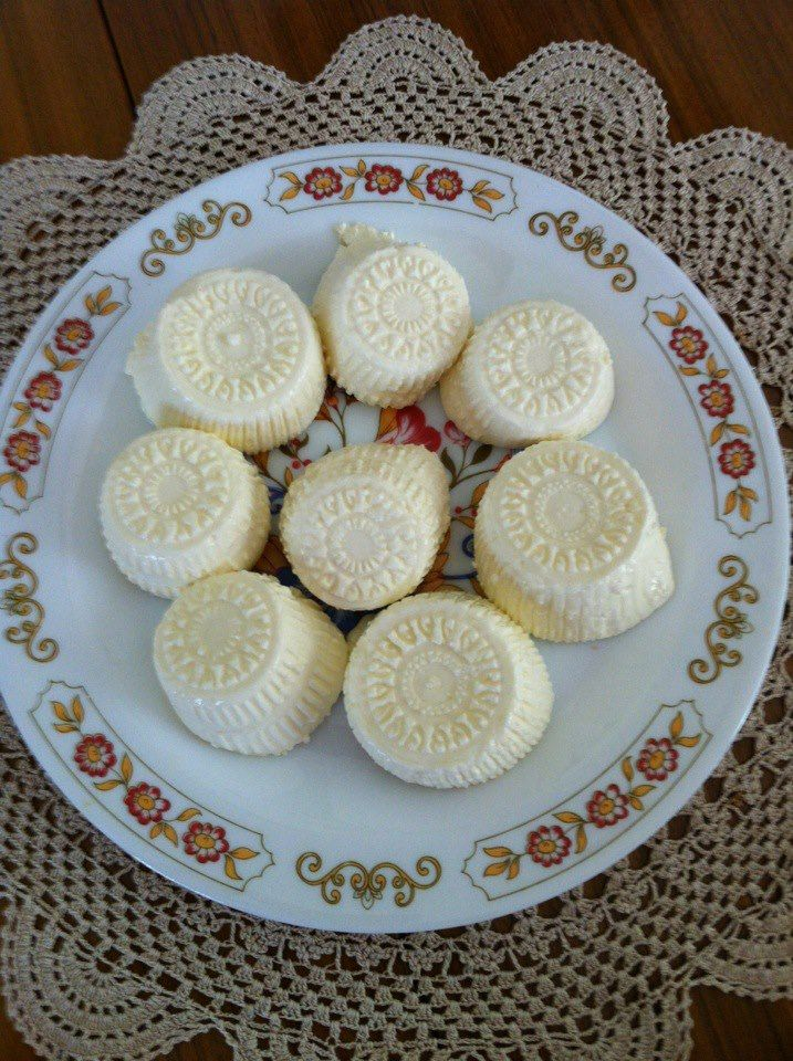 Maltese goats cheeselets - gbejniet. Absolutely mouth-watering. #food #photos