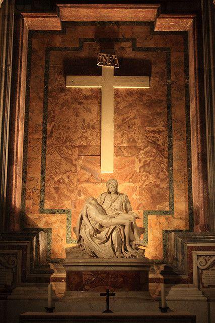 Michelangelo's Pietà -  Basilica de San Pedro. Vaticano                                                                                                                                                                                 Más