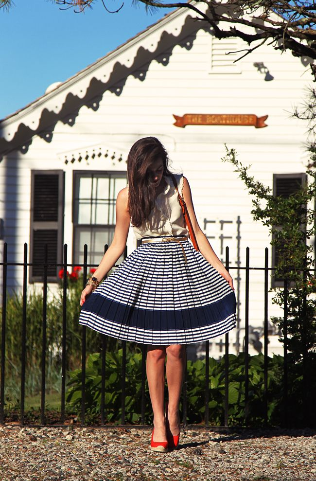 Sarah Vickers strikes again with her simple yet elegant summer outfits!  Skirt by COURAGE. b, shirt and shoes by J. Crew: Girls Wear, Full Skirts, Classy Girls, Red Shoes, Street Style, Red White Blue, Wear Pearls, New England Style, Outfits Style