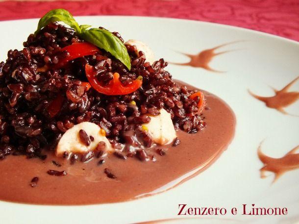 Questo riso venere con pomodorini e mozzarella di bufala è un primo piatto semplice, ma particolare al tempo stesso grazie alla crema che lo accompagna.