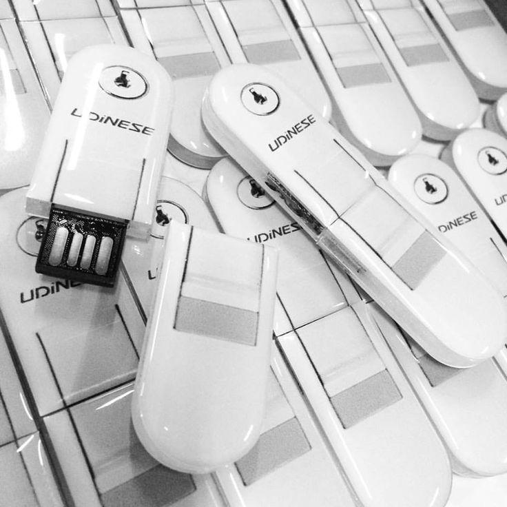 Os pen drives da Udinese ficaram ótimos!! Todo ano eles fazem esse modelo de pendrive conosco! Muito legal não é?!  Faça um orçamento em nosso site  #pendrive #brindespromocionais #brindespersonalizados #brindescorporativos #malgueiro #brindes