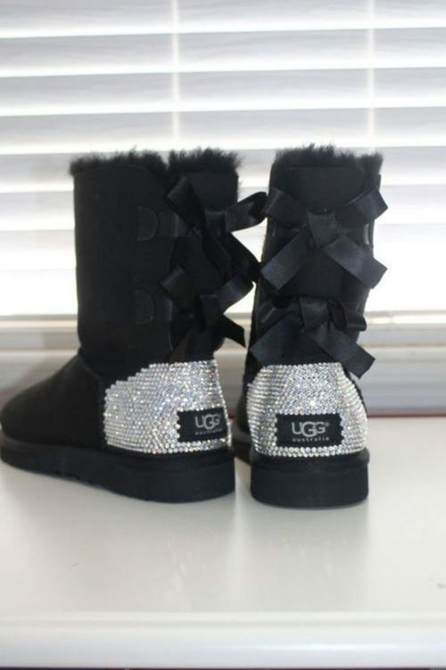 Uggs....bowssparkles✨ perfection