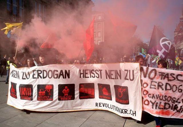 Erdogan didemo Dubes Swiss dipanggil Turki  Demo di Swiss  Kementerian Luar Negeri Turki memanggil Duta Besar Swiss di Ankara Minggu (26/3) atas unjuk rasa di ibukota Bern. Ankara menuduh unjuk rasa itu digerakkan pendukung grup teroris (PKK) yang ditujukan menyudutkan Presiden Turki Recep Tayyip Erdogan. Seperti dikutip Reuters Kemenlu Turki memanggil charge d'affaires Swiss karena Dubes Walter Haffner sedang tidak berada di Ankara. Kemenlu Turki meminta Haffner agar mendesak pemerintah…